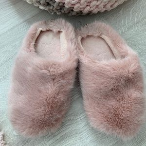 Furry Slippers 💗